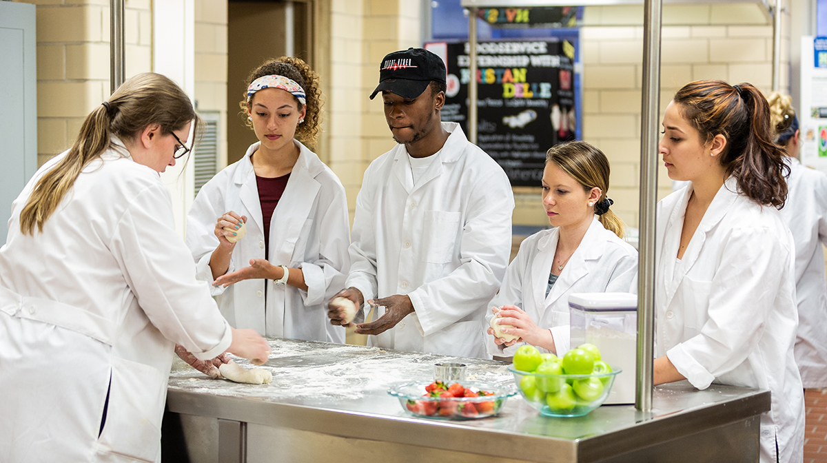 Nutrition lab with students