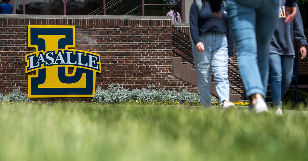 Imge of students walking at La Salle University.