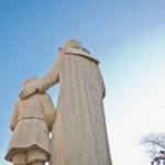 Image of the statue of Saint John Baptist de La Salle.