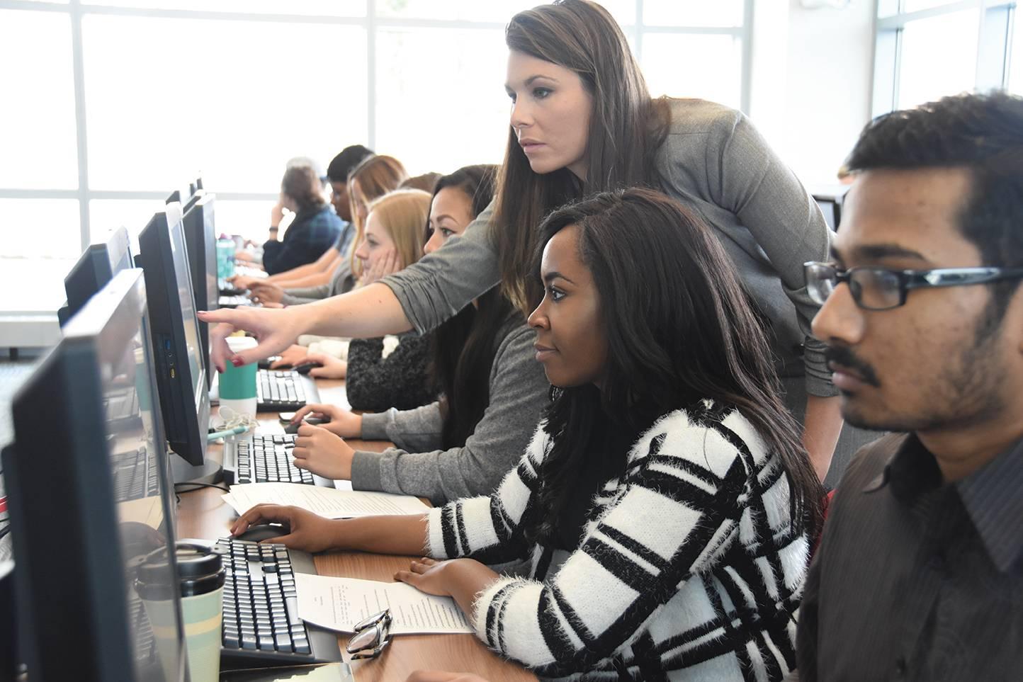 business-school-computer-lab-pierce