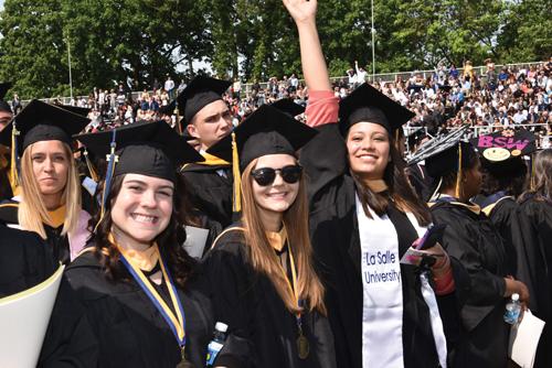 undergraduate-commencement-2017_05_21_KM0193-w-500i